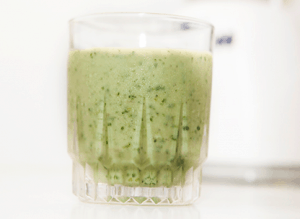 Paleo Breakfast Ideas - Avocado, Kale, Peach Smoothie