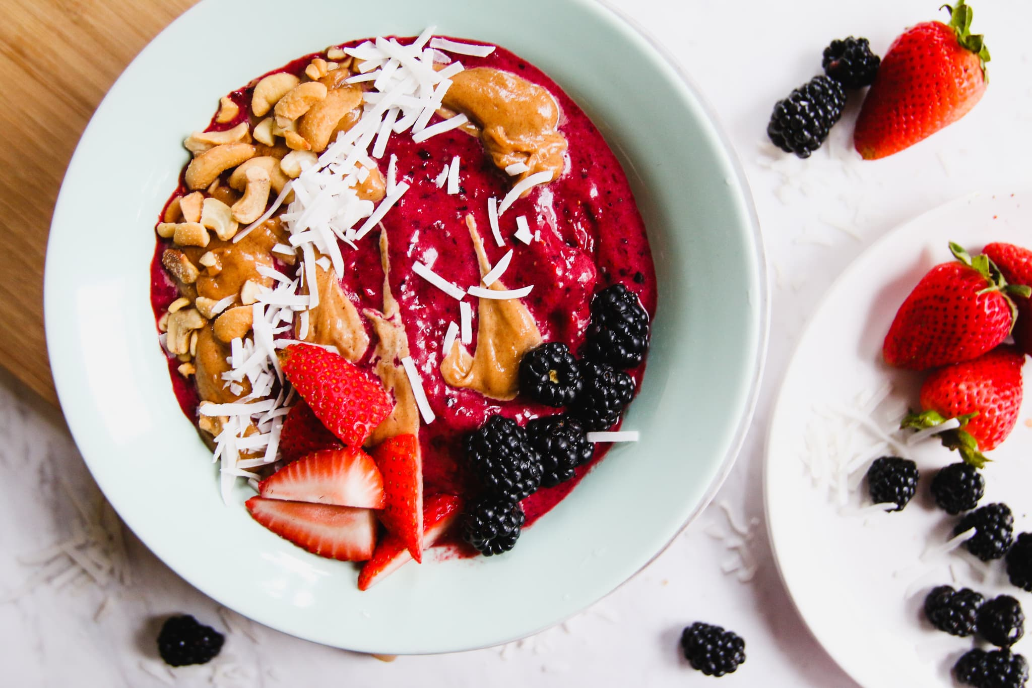 berry-chia-smoothie-bowl