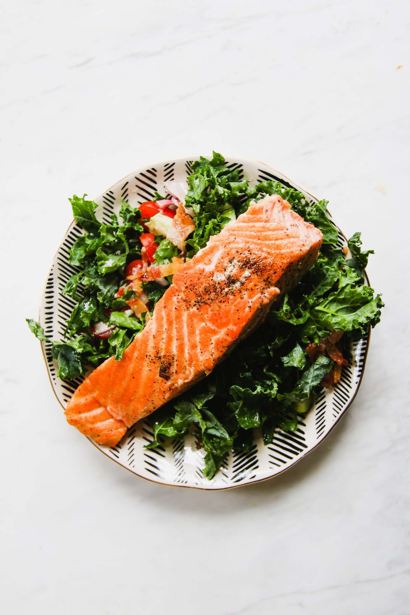 Salmon-Kale-Salad-AIP饮食