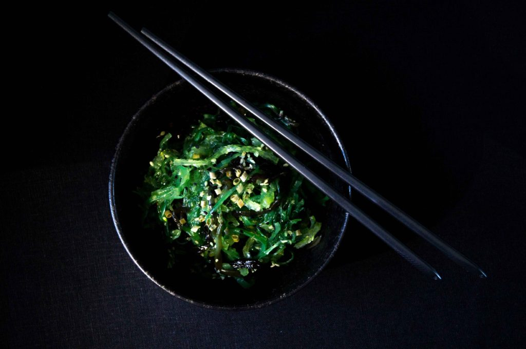 wakame in bowl with chopsticks